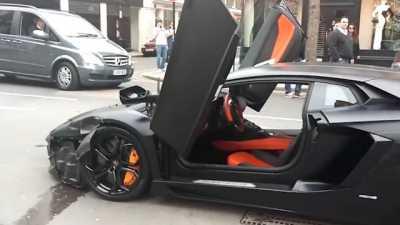 Watch Rare 300 000 Lamborghini Aventador Slam Into Cars At London